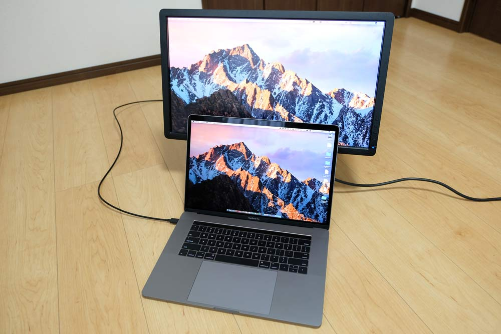 15インチMacBook Proと外部ディスプレイ1