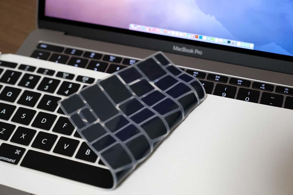 MacBook Pro late 2016 キーボードカバーを剥がしていく