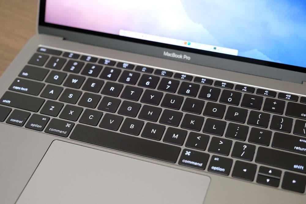 MacBook Pro late 2016 キーボード装着前