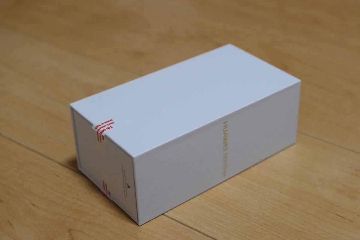 HUAWEI nova liteの箱