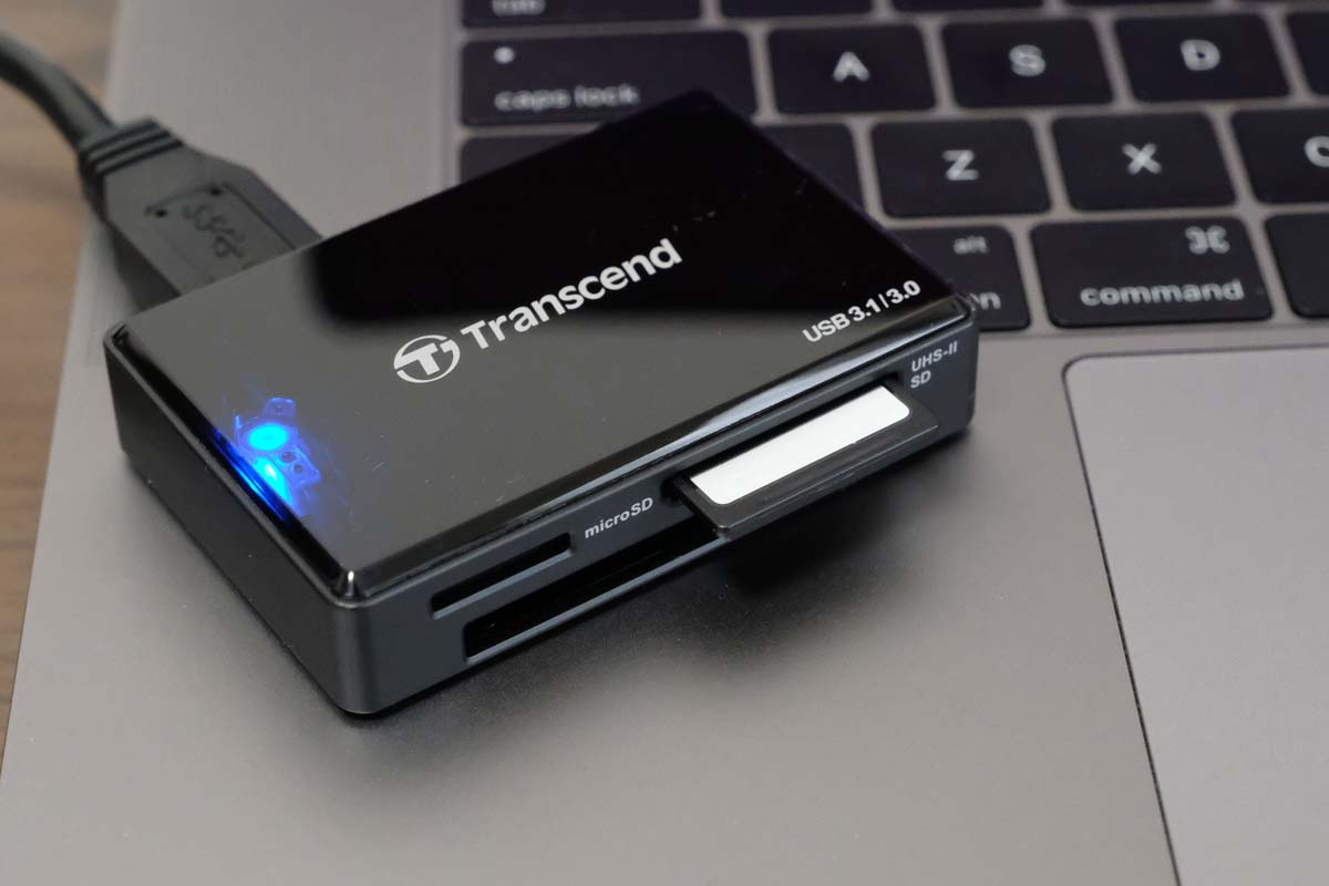 Transcend RDF9KにSDカードを入れる