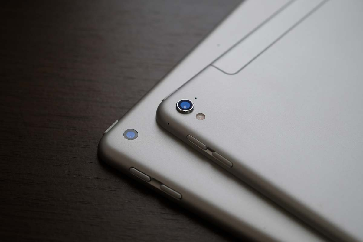 iPad ProとiPad(第5世代)の背面カメラ