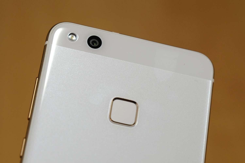 P10 lite カメラと指紋認証