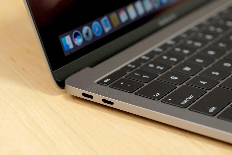 13インチMacBook Pro 2017 USB-Cポート