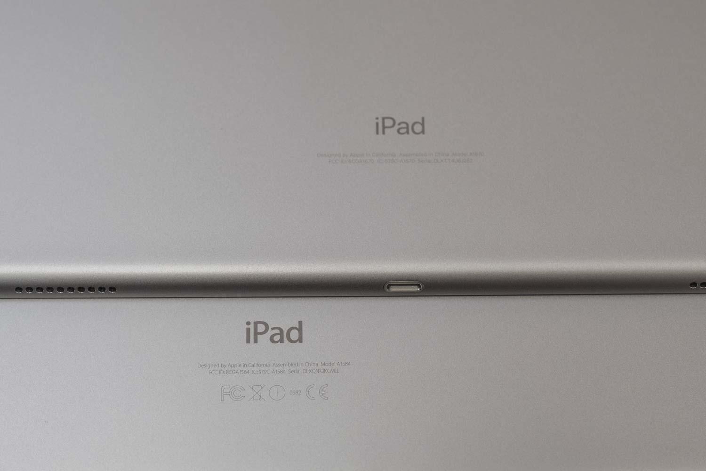 iPad Pro 12.9(第2世代)と(第1世代)ロゴ書体