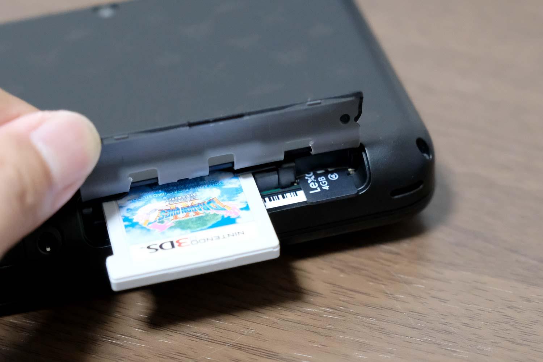 Newニンテンドー2DS ゲームカードとSDカード
