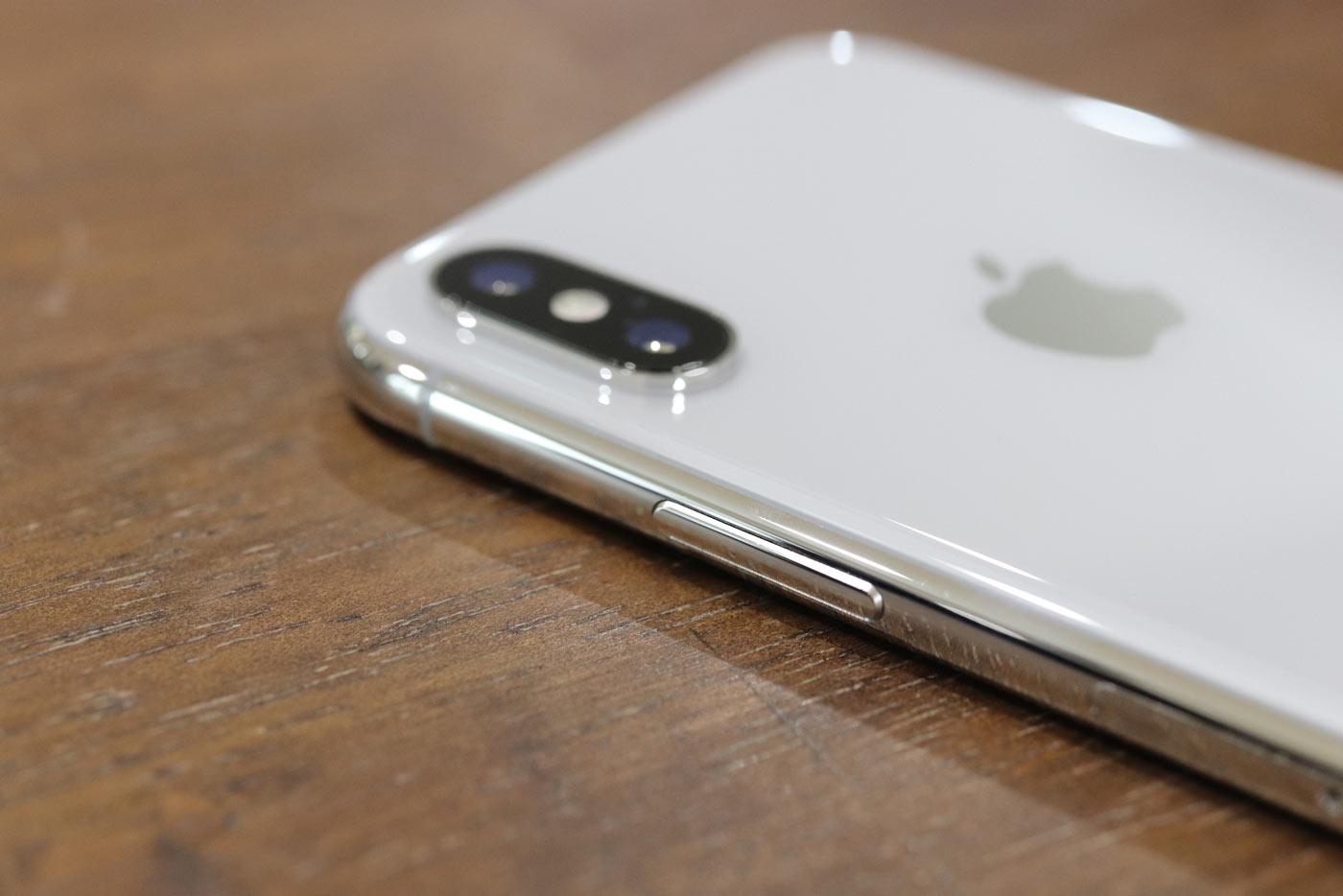 iPhone X スピーカーとLightningコネクタ