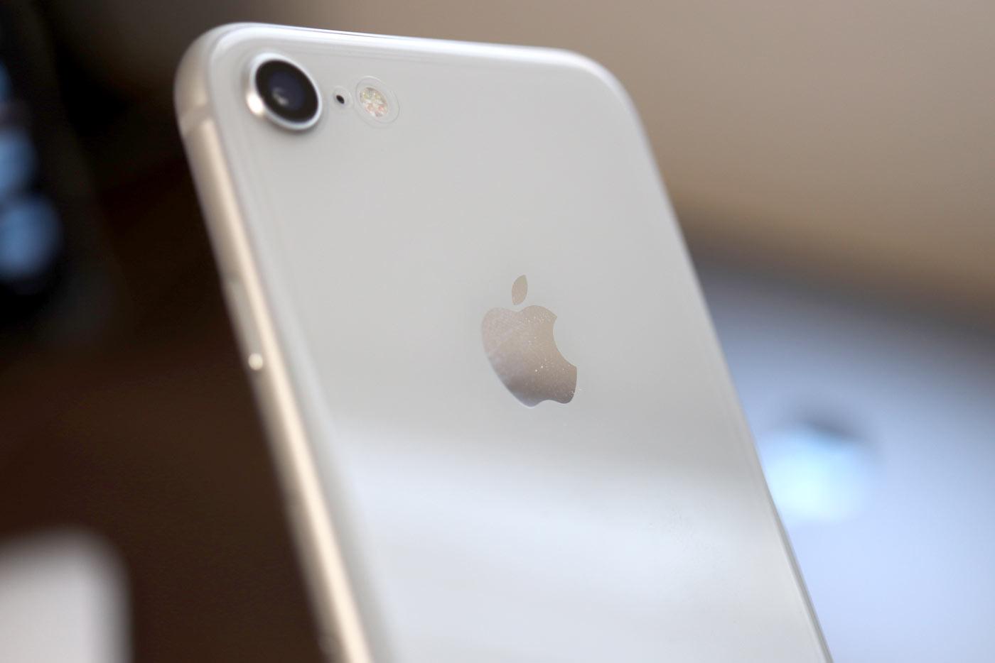 iPhone 8 シルバーの指紋
