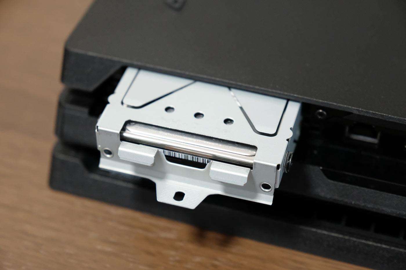 PS4 Pro HDDを取り外す
