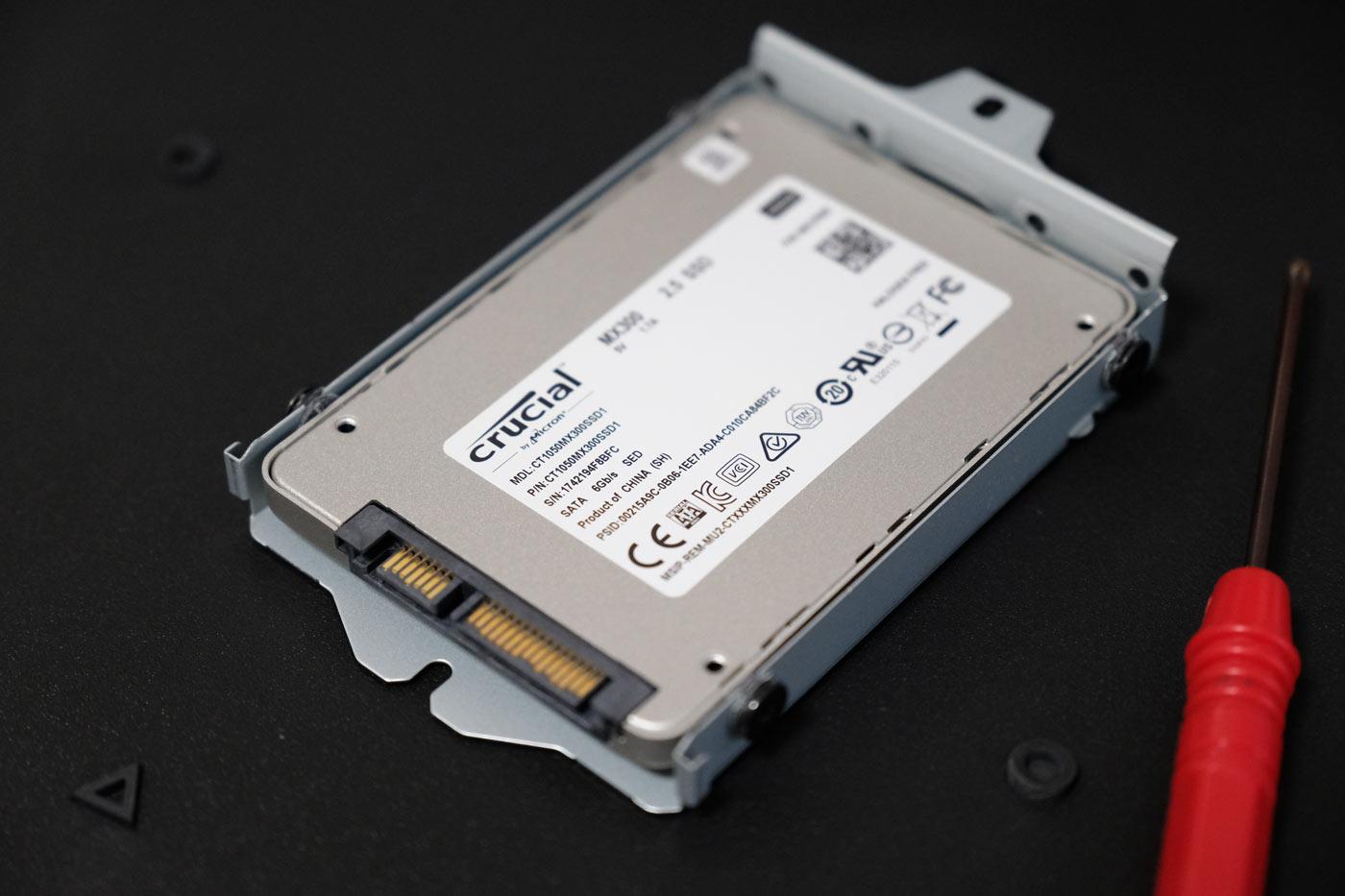 SSDをビス留め