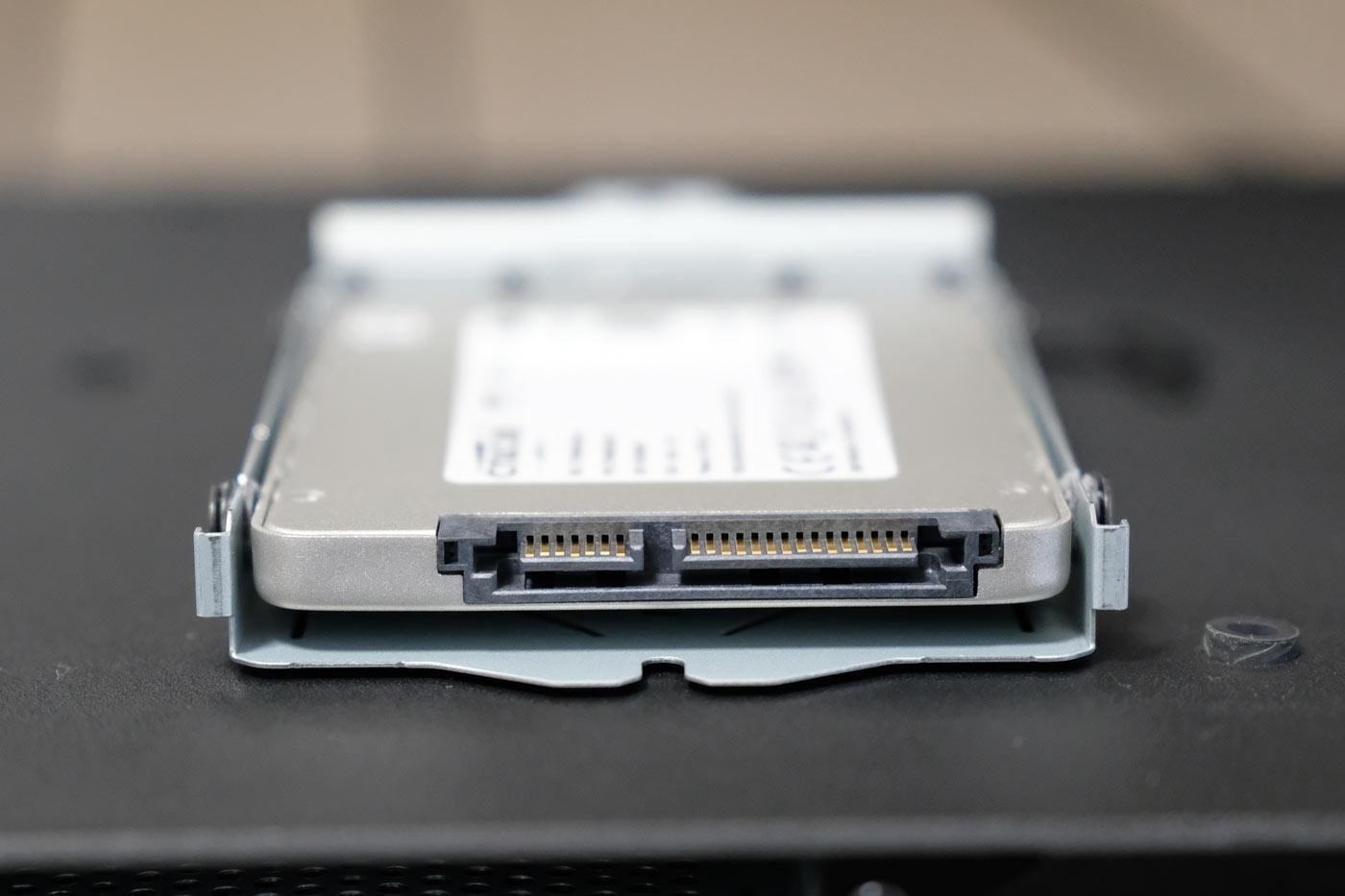 SSDをカバーに装着