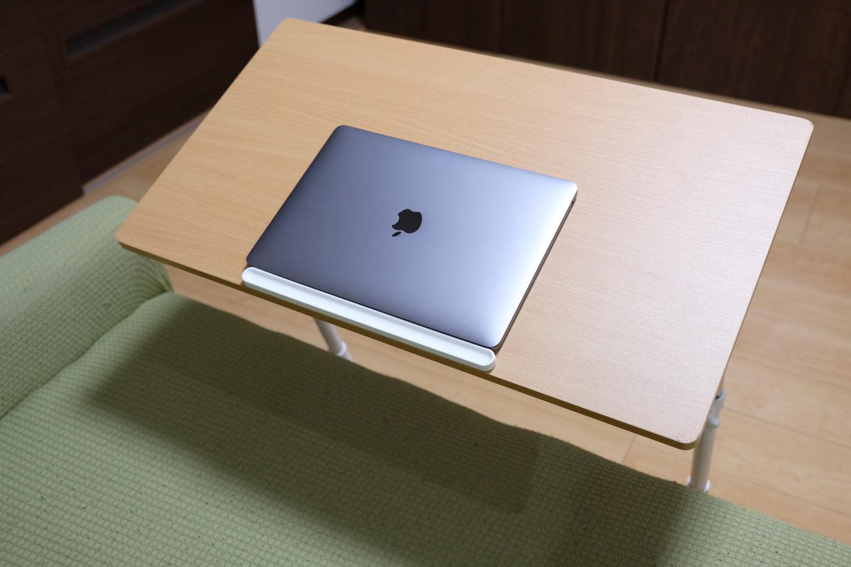 天板を斜めにしたMacBook Pro