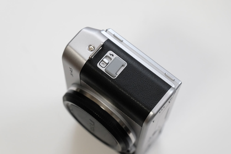 X-A5 フラッシュボタン