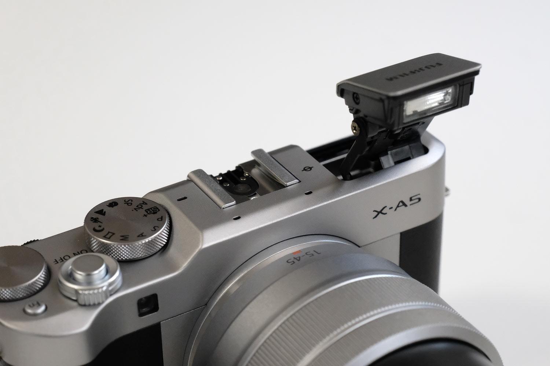 ポップアップ式内蔵フラッシュ X-A5