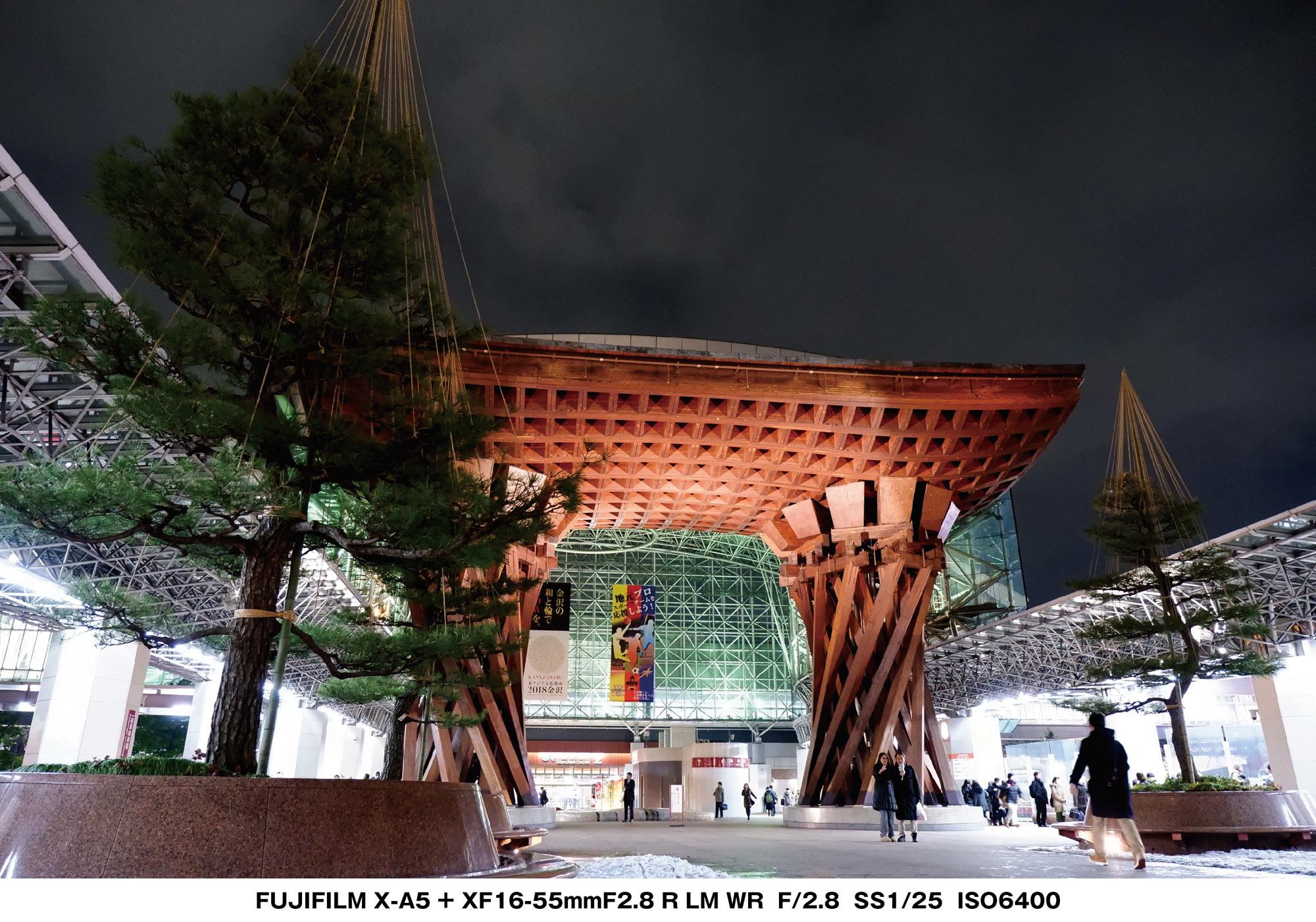 X-A5 金沢駅 夜の鼓門