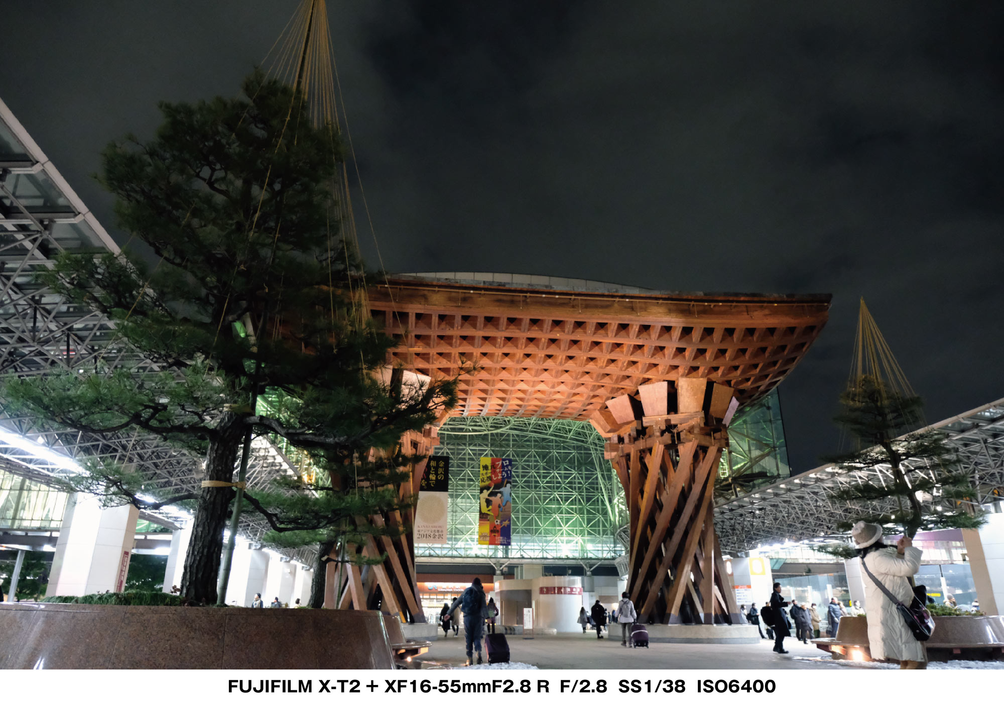 X-T2 金沢駅 夜の鼓門