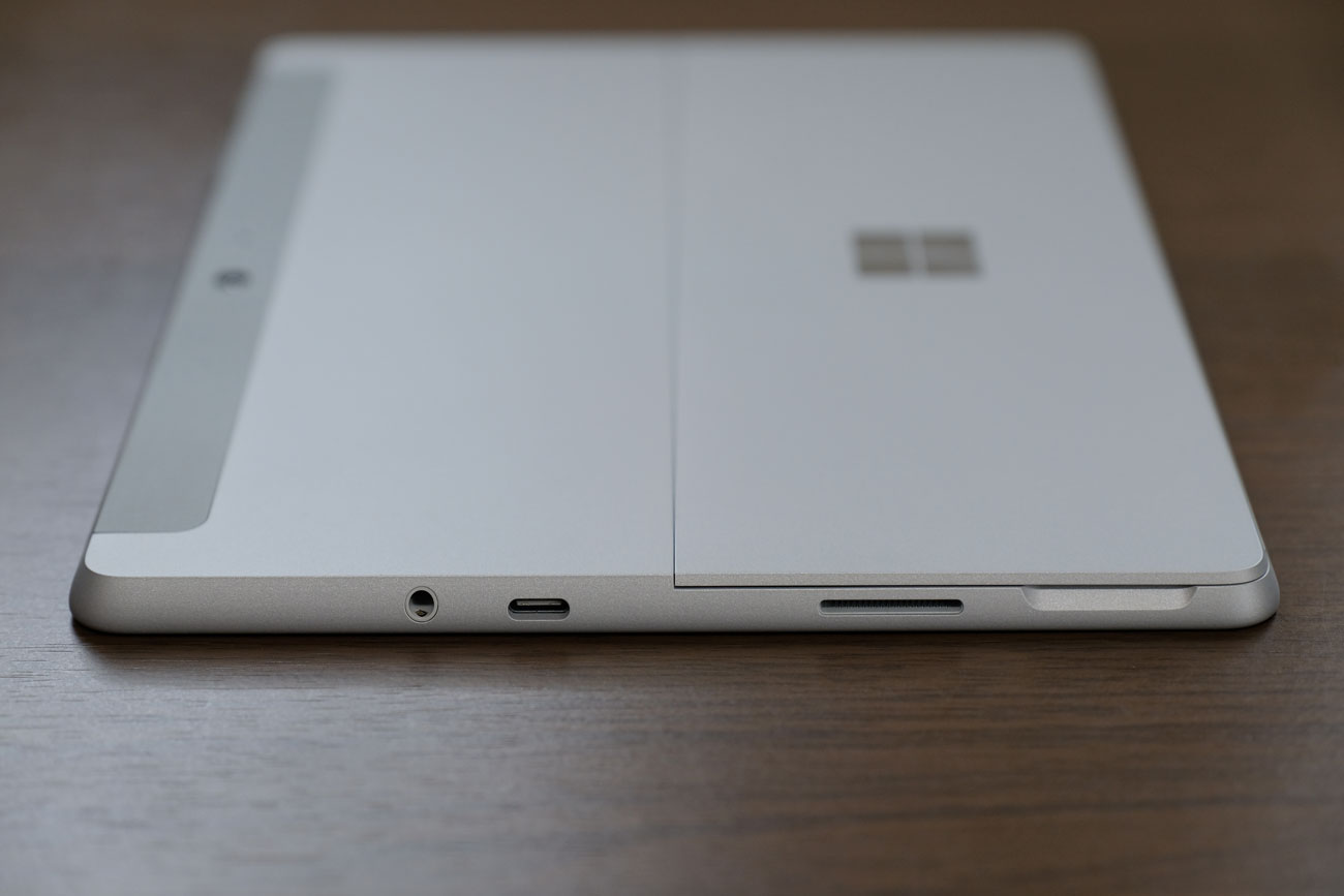 Surface Go 右サイド ポート