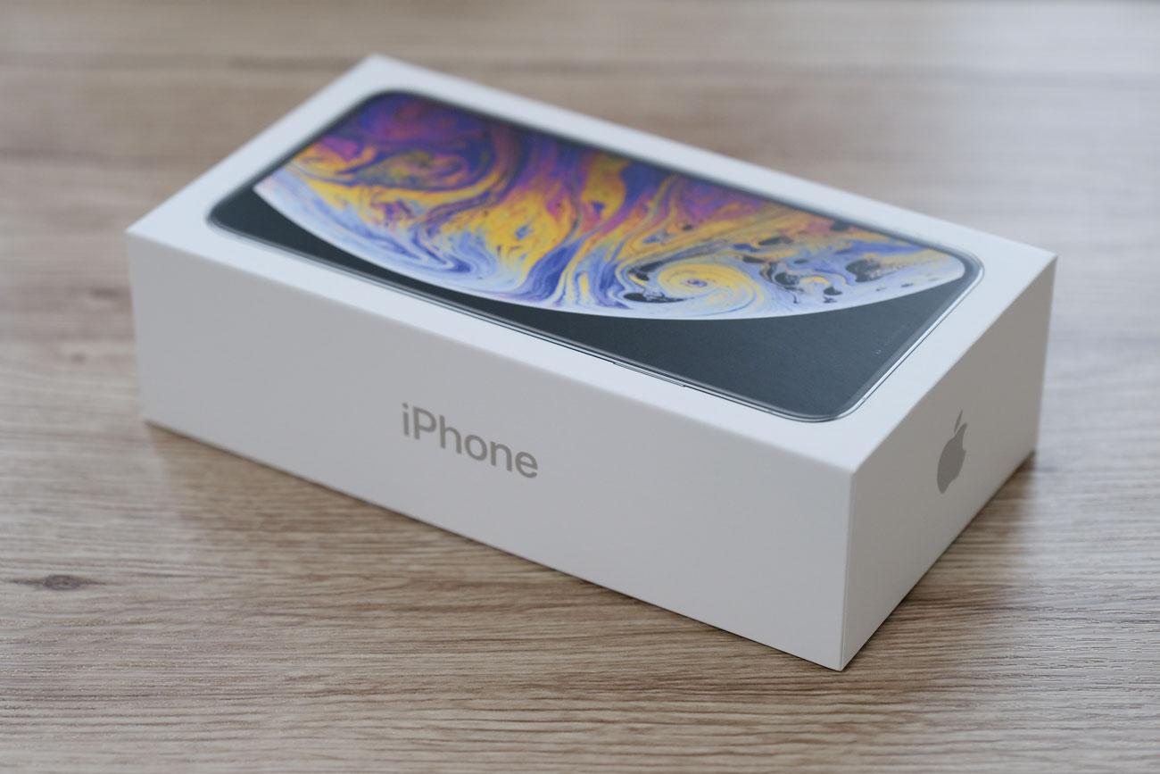 iPhone XS Max パッケージデザイン