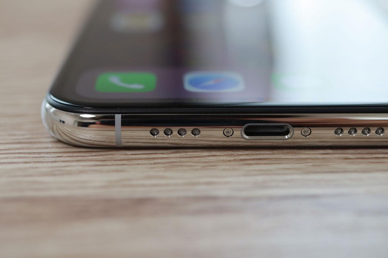 iPhone XS Max ライトニングコネクタ