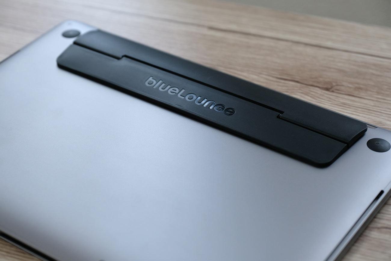MacBook Proのキックスタンド