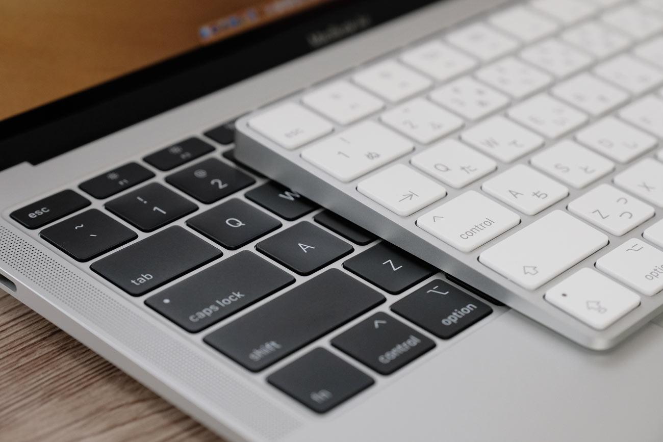 Magic KeyboardとMacBookのバタフライキーボードを比較