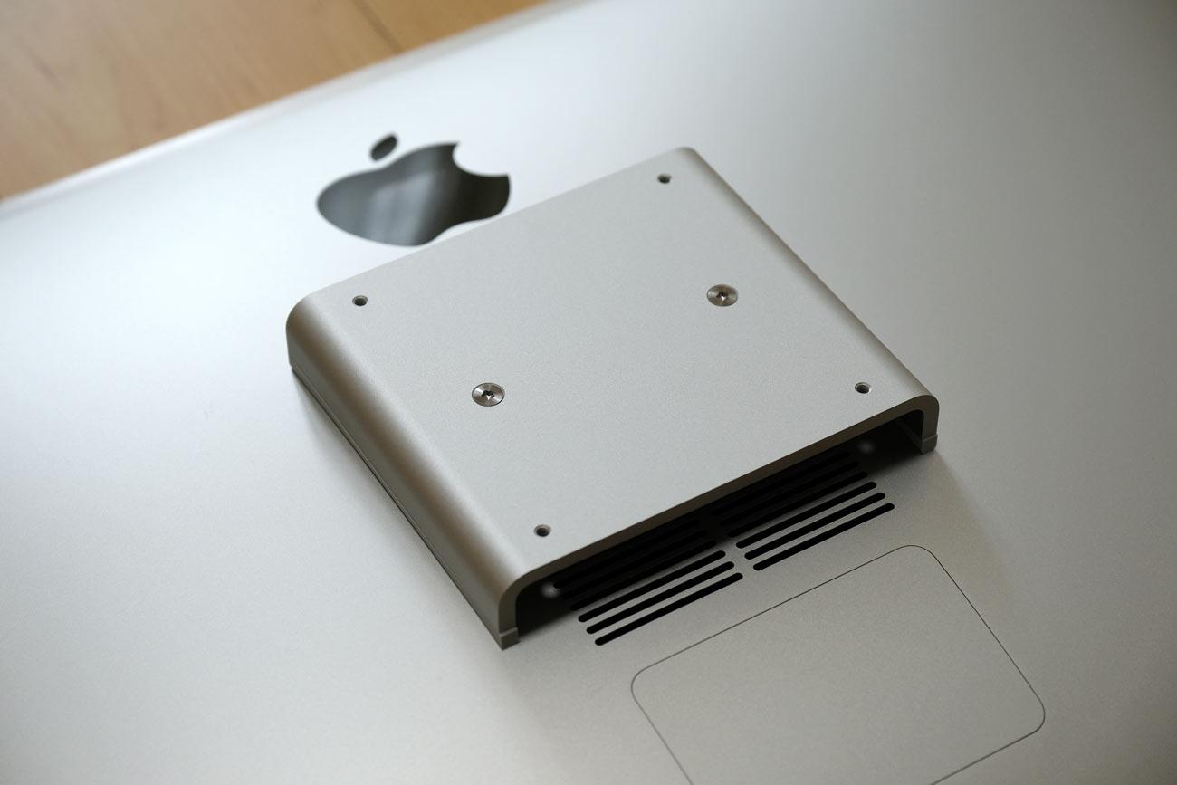 iMacのVESAマウントアダプタの部分