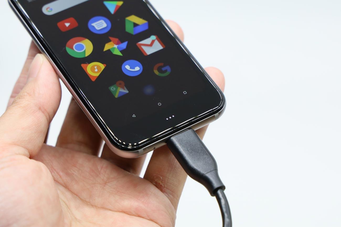 Palm PhoneにUSB-Cを接続