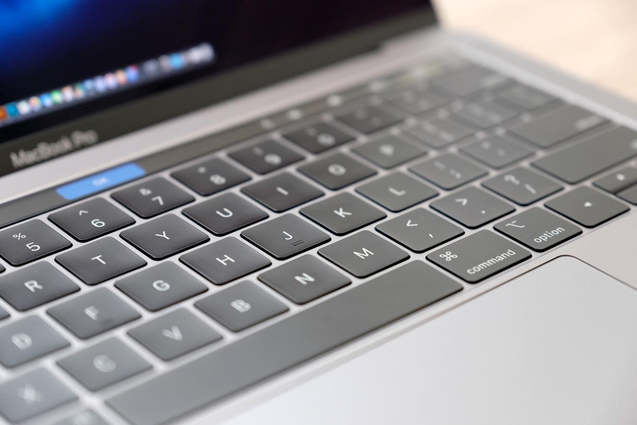 バタフライ構造のキーボード