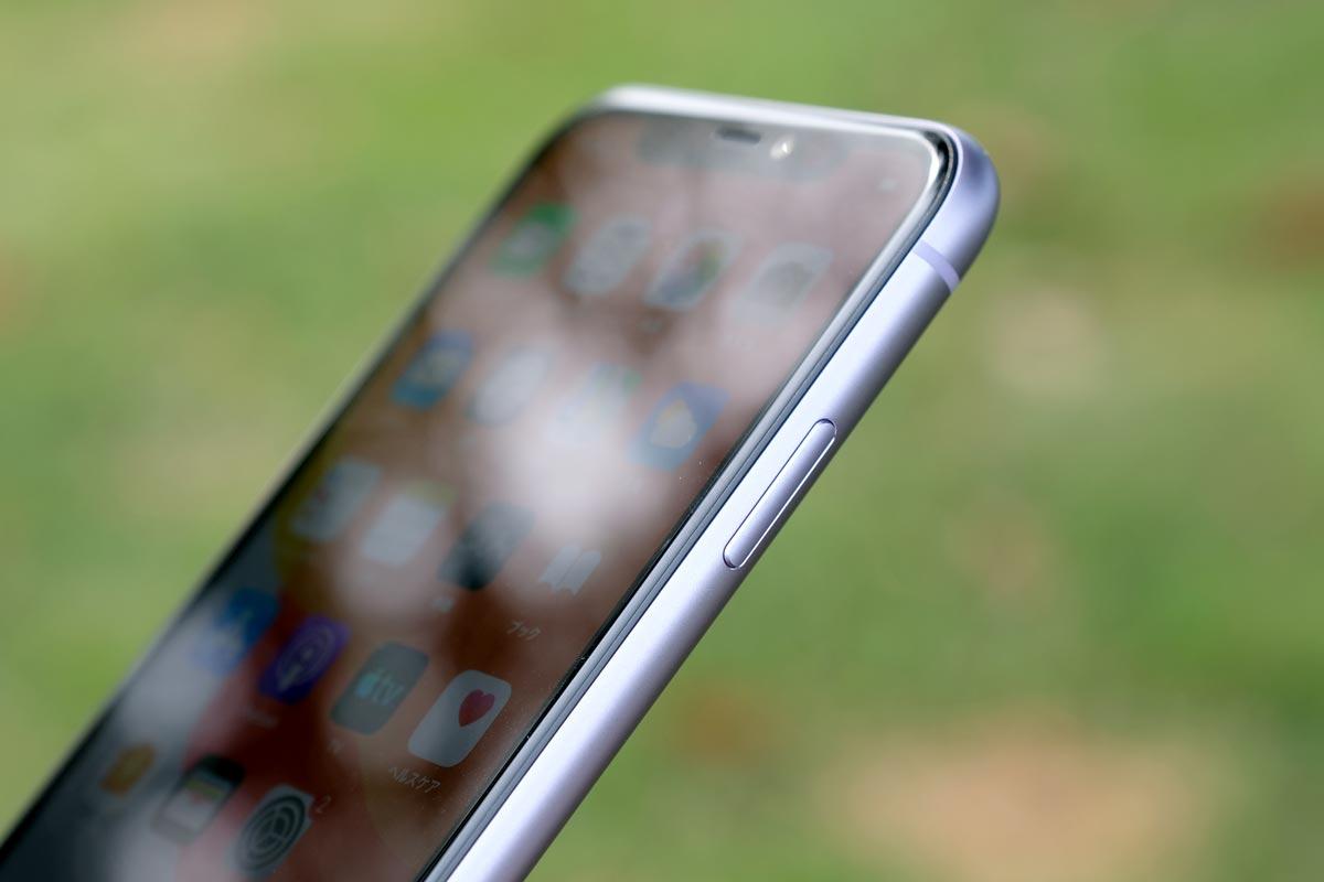 iPhone 11 サイドボタン