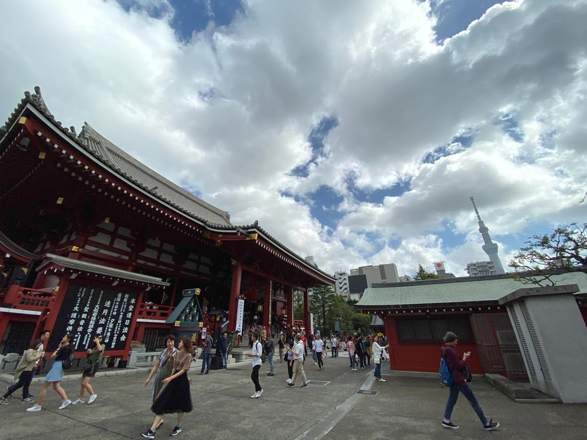 iPhone 11/11 Pro 超広角カメラで撮影(浅草寺)