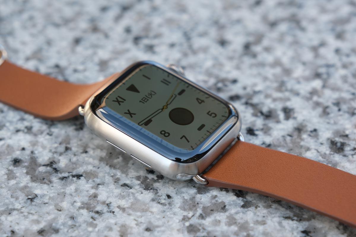 Apple Watch チタンとサドルブラウンモダンバックル