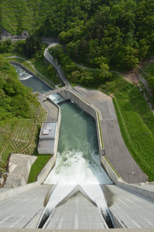 長井ダム(長井市)