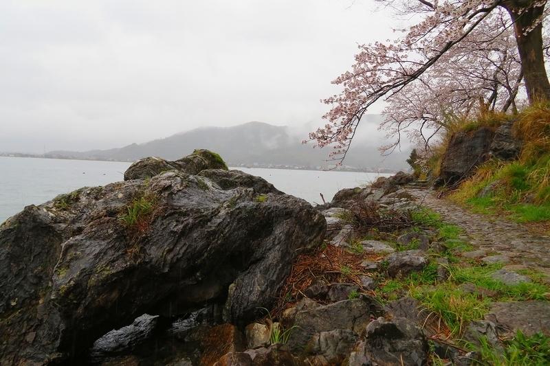 海津大崎 義経の隠れ岩