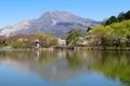 三島池と伊吹山