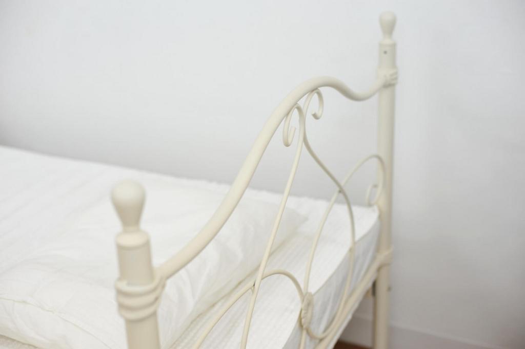 不用になったベッドのイメージ写真