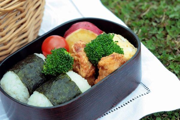 ピクニックの弁当の画像