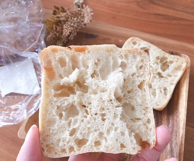 何かを挟むこと前提のパン?