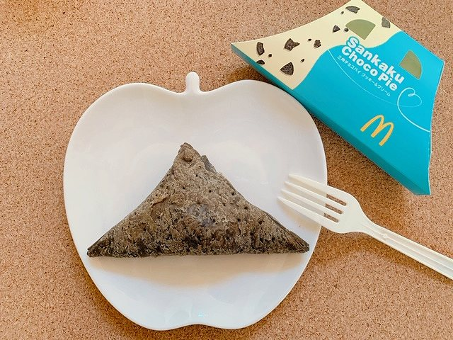 新作「三角チョコパイ クッキー&クリーム」