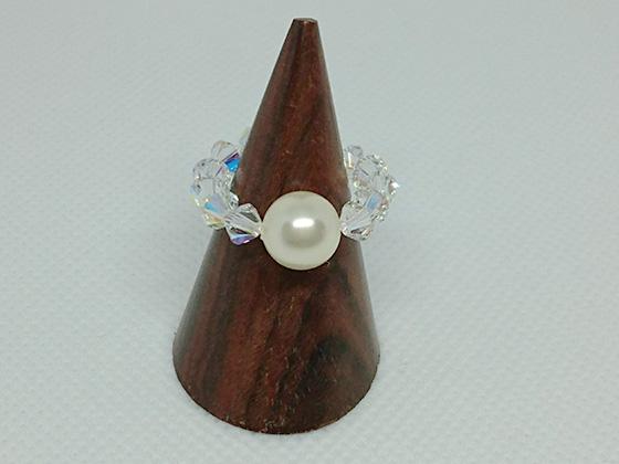 樹脂パールとスワロフスキーで作った指輪