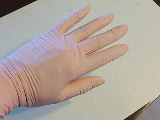 レジン初心者におススメのアイテムUVレジン用手袋(歯科医使用)