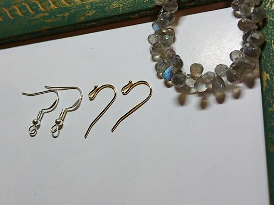フックタイプのピアス金具