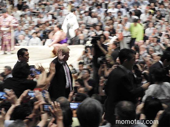 大相撲観戦するトランプ大統領