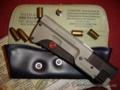 プレッシン VIP護衛用の水平二連特殊拳銃。発射は後端のスライドカバ