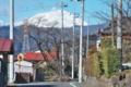 [浅間山][通学路][住宅地][電柱][冠雪]浅間山