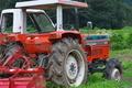 [トラクター][農耕車][耕作地][田んぼ][川辺]トラクター