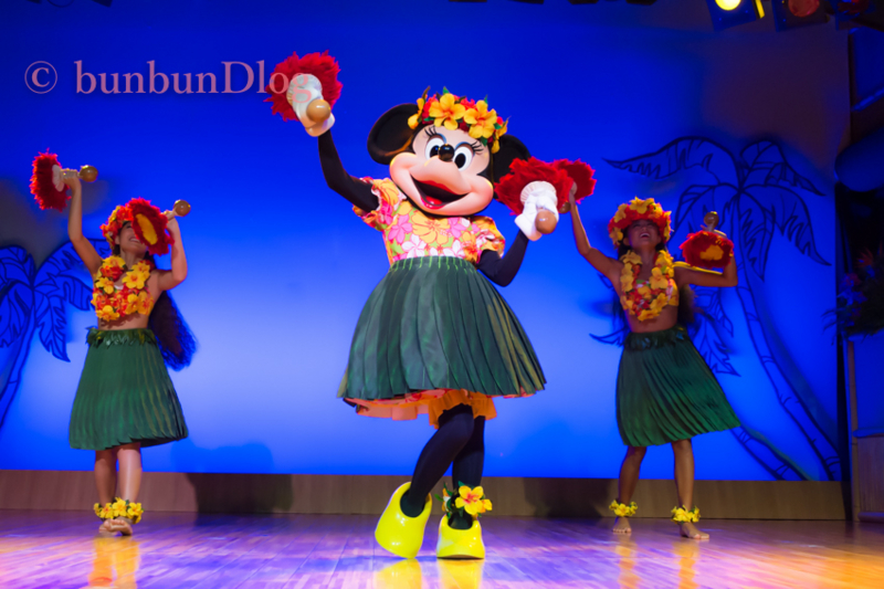 ルアウのミニーちゃんフラダンス