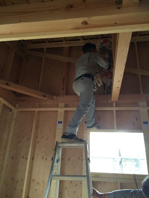 棟木に棟札をまつる