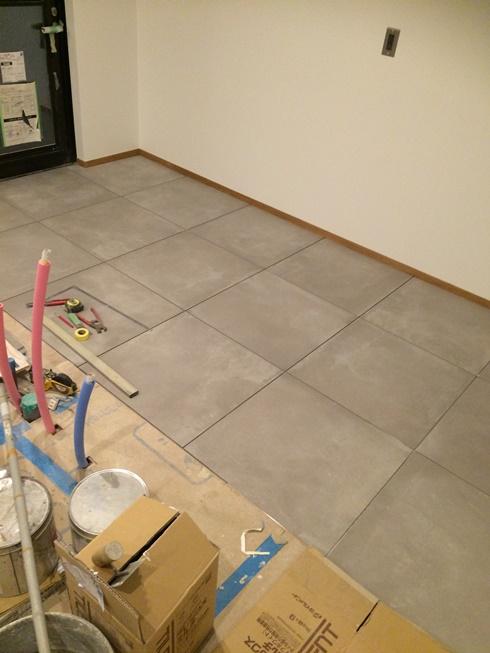 キッチン床のタイル