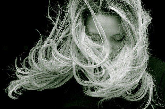 髪,傷んだ髪,キューティクル,ぱさつき髪