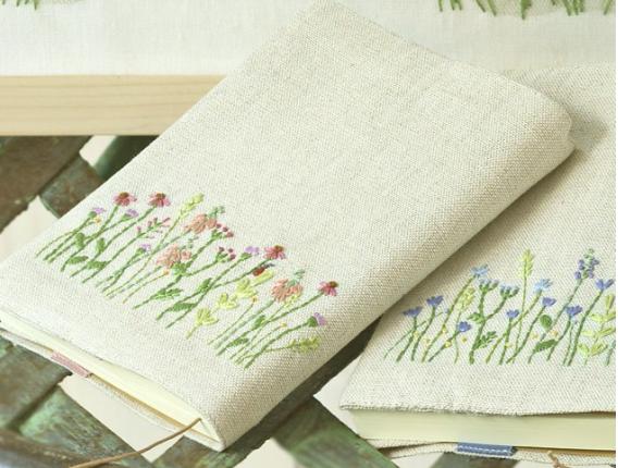 青木和子デザイン 刺繍のブックカバー